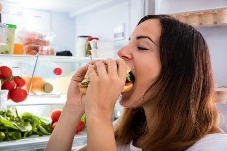 Buikvet elimineren door eetbuien te voorkomen