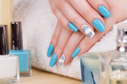 Nagels met semi-permanente nagellak