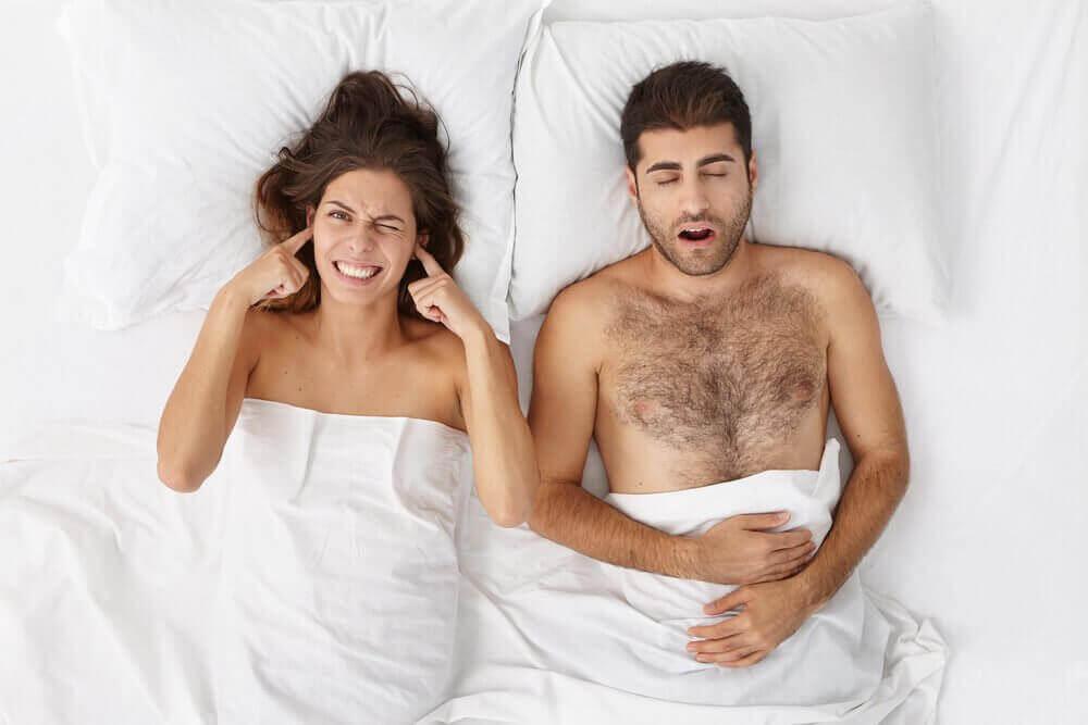 Snurken voorkomen door de vijf beste natuurlijke remedies te gebruiken