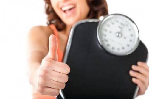 Eén van de gezondheidsvoordelen van aubergine is gewichtsverlies