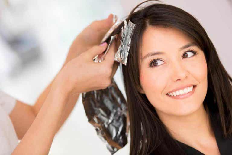 5 oplossingen om haarverf te verwijderen die je thuis kunt maken