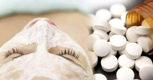 Gezichtsmasker met aspirine bij zonnebrand
