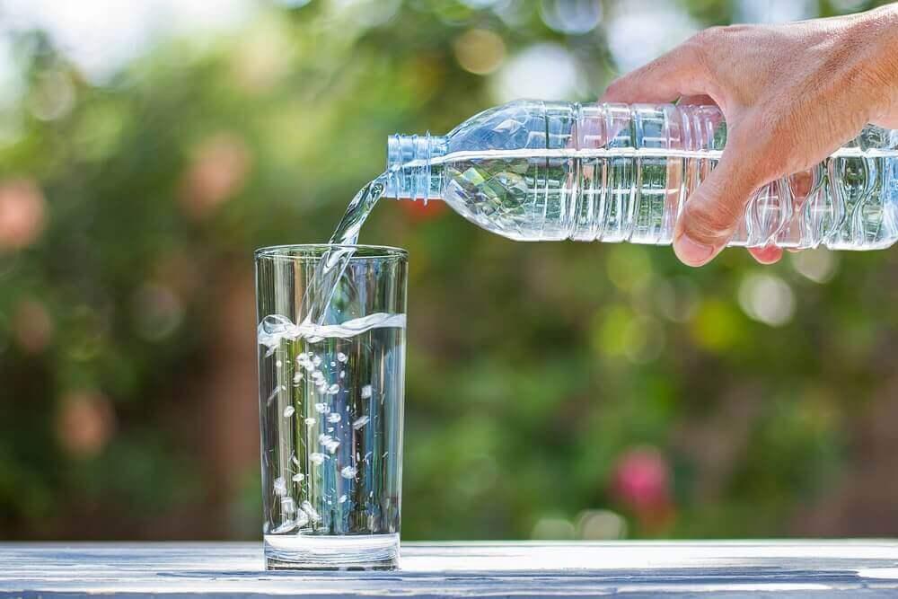 Drink water om een urineweginfectie te behandelen