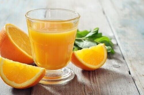 Sinaasappelsap is een middeltje voor de verzorging van je nagels