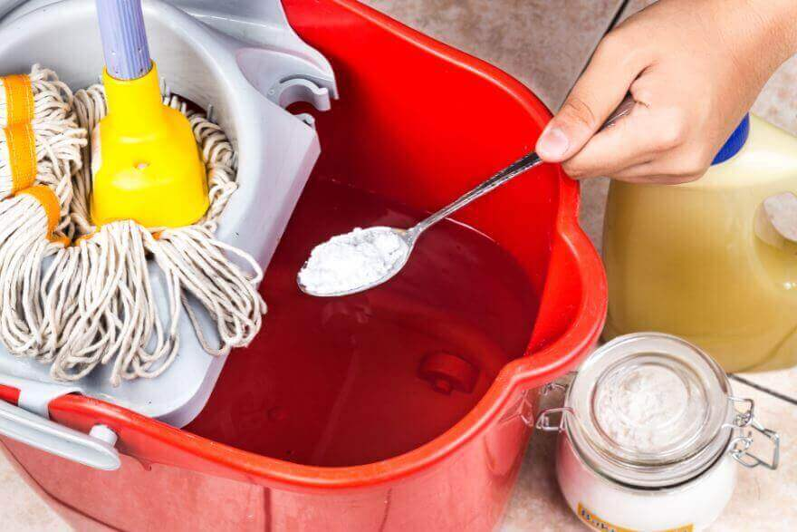 Maak grote oppervlakken gemakkelijk schoon met zuiveringszout
