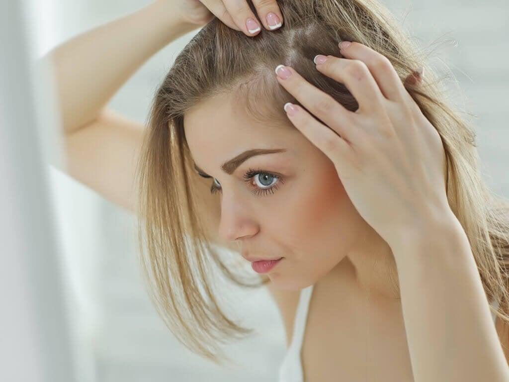 5 natuurlijke remedies om een gevoelige hoofdhuid te verlichten