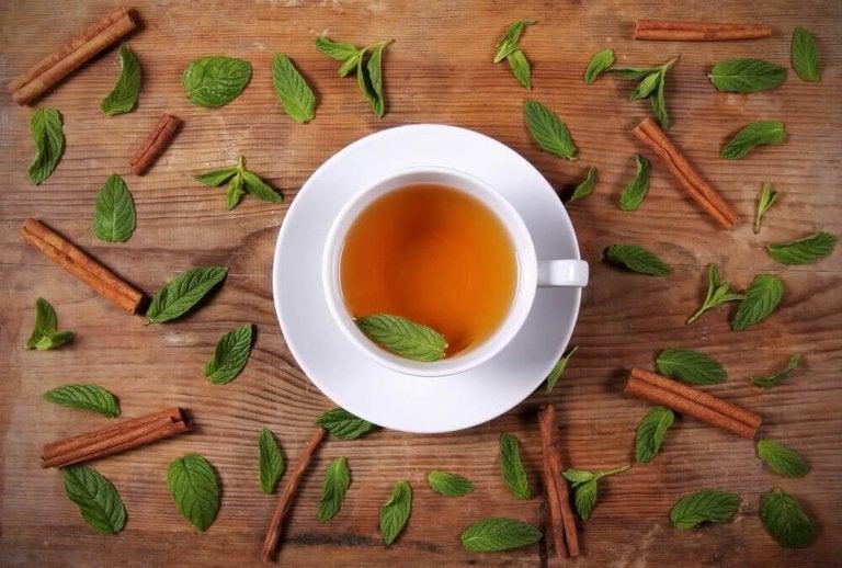Thee met kaneel en honing om gewicht te verliezen