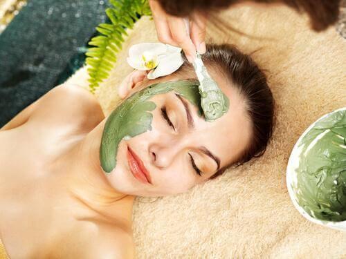 5 gezichtsmaskers voor een gladde en jeugdige huid