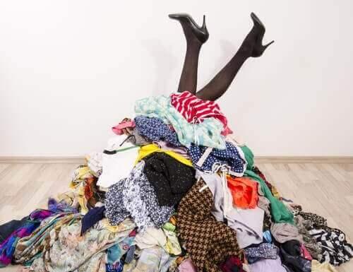 7 ideeën om je kleding op te ruimen als je geen kast hebt