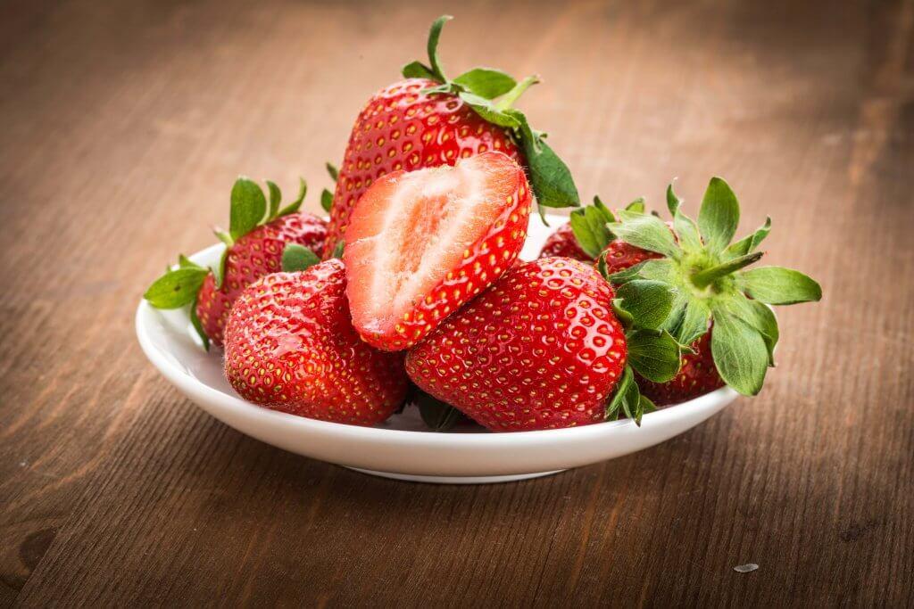 Schaaltje met aardbeien
