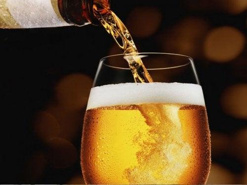 Bier tegen roos