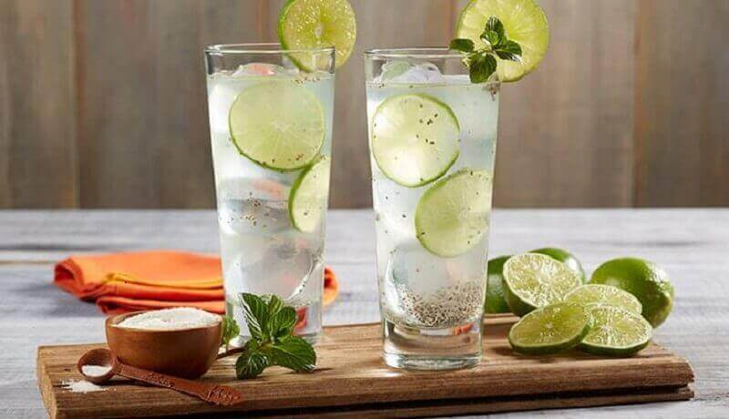Twee glazen citroenwater