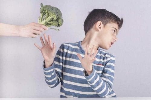 Kinderen die weigeren om groenten te eten