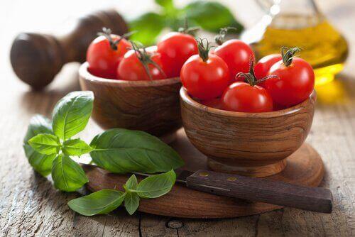 Bakjes met tomaten