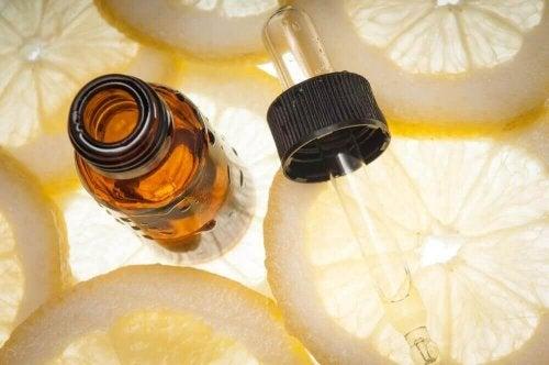 Hoe je zelf etherische olie van citroen kunt maken