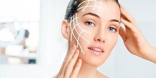 Vrouw met strakke huid