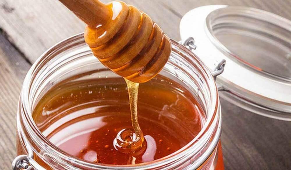 glazen pot met honing