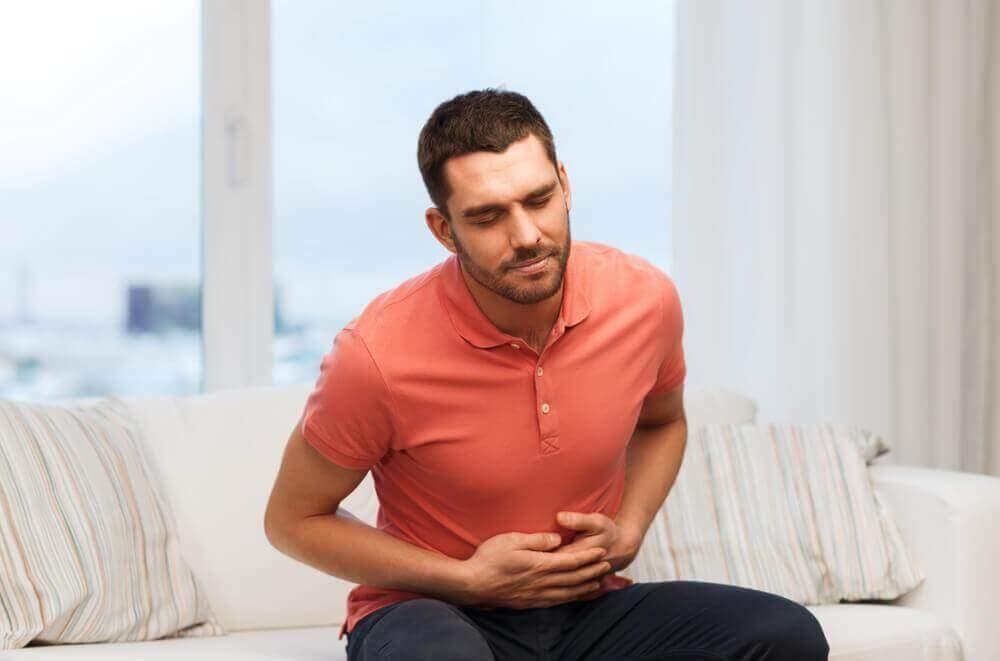 Man met buikpijn