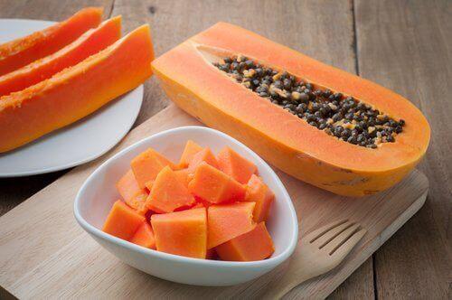 Donkere vlekken elimineren met papaja