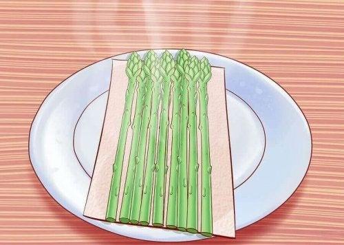 6 redenen om asperges te eten en hoe ze te koken
