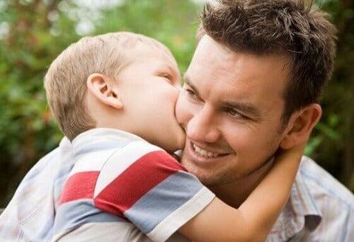 Knuffels beïnvloeden de ontwikkeling van een baby