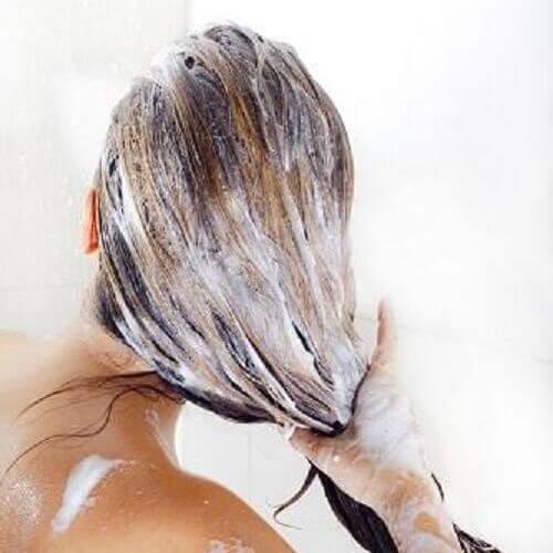 Maak zelf een natuurlijke shampoo