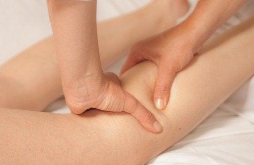 Masseer de benen