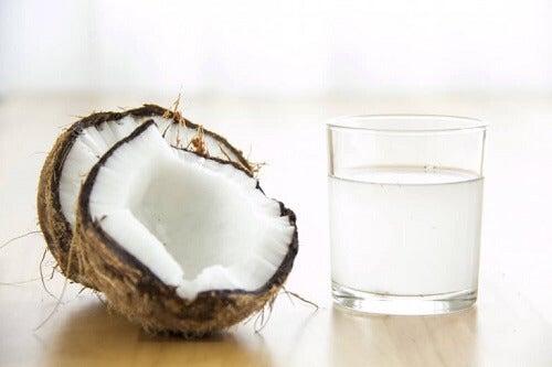 Met kokosolie de oksels lichter maken