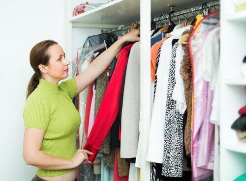 Orde brengen in je kledingkast met deze 10 eenvoudige tips