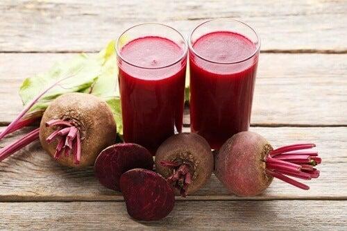 Sap van rode bieten chiazaden en appel