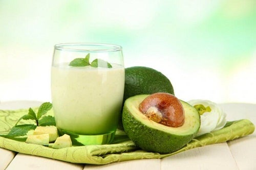Tropische smoothie met avocado