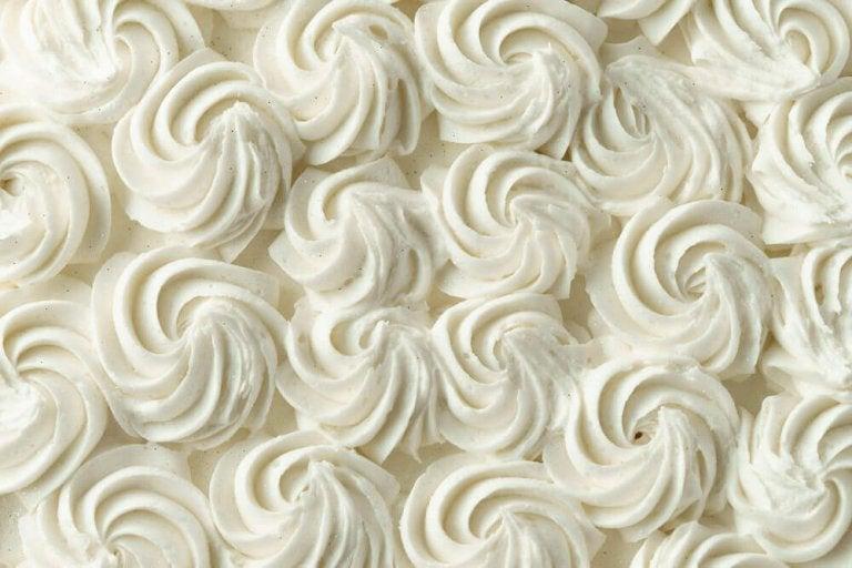 Leer zelf decoratief glazuur voor je taartjes te maken