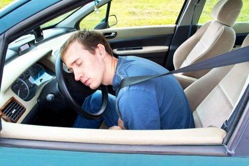 Wakker blijven tijdens het rijden: 9 tips