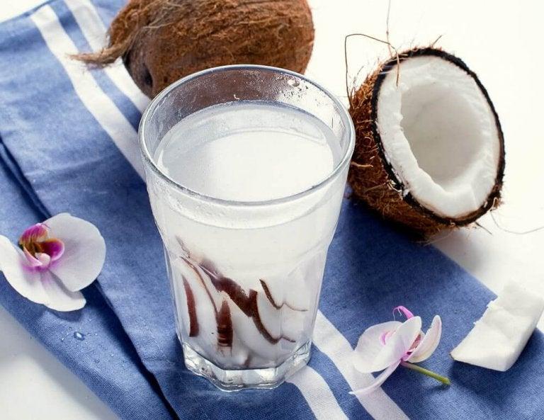 8 geweldige voordelen van kokoswater