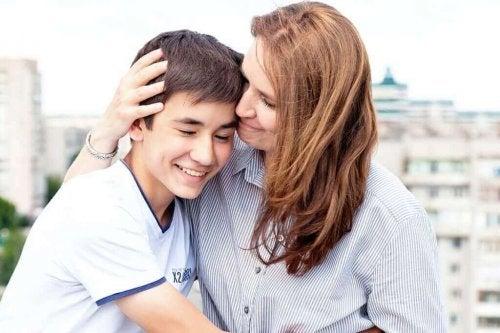 Moeder steunt zoon