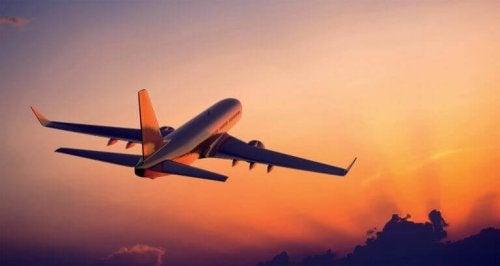 Vliegtuig 's avonds