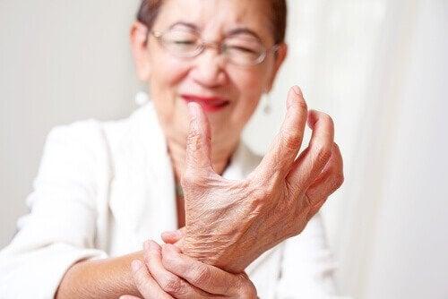 Vrouw met artritis