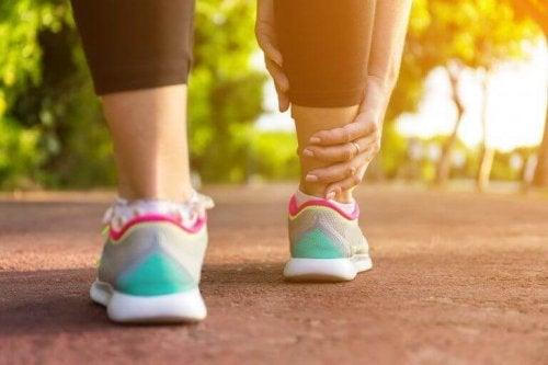 5 manieren om zwelling in de benen tegen te gaan