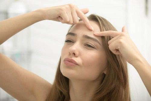 Bestrijd acne met wonderolie