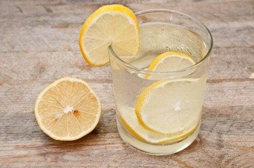 Drink water met citroen