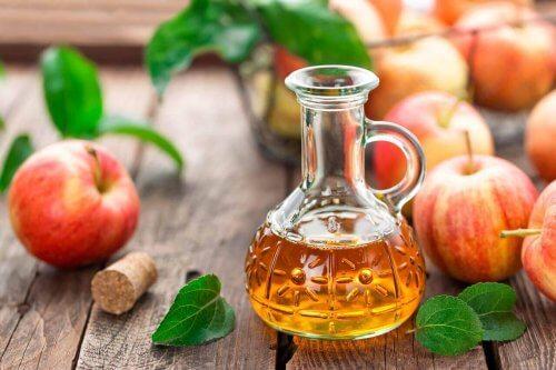 Een ontvettend middel met appelazijn