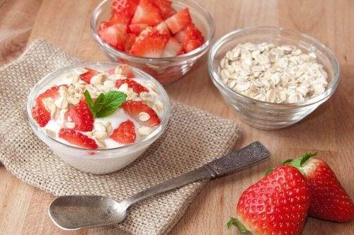 Havermout en natuurlijke yoghurt