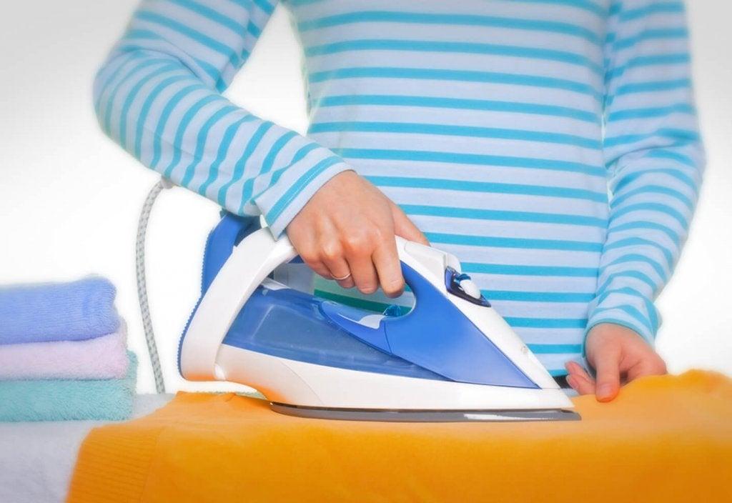Hoe kun je een strijkijzer reinigen?