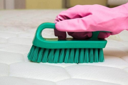 Nare geuren uit je matras verwijderen met deze tips