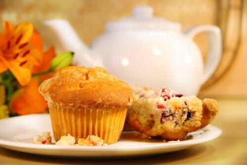 Volkoren muffins met yoghurt en sinaasappelsap
