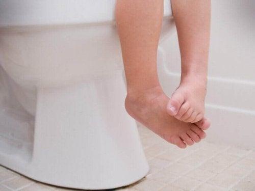 Een wc routine volgen om constipatie bij kinderen te voorkomen