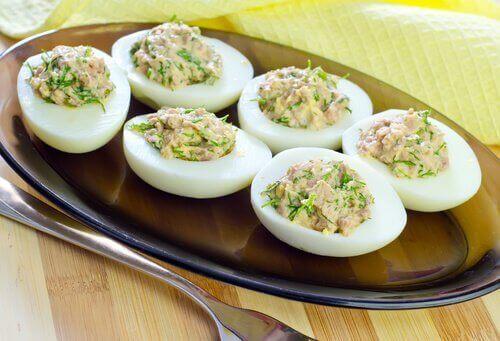Eieren mogen niet missen in je dieet om te helpen je spieren te vormen