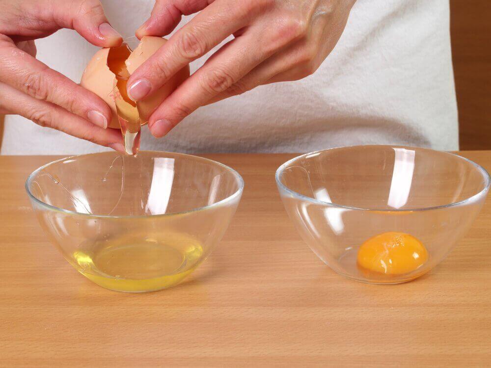 schaaltje eiwit en eigeel
