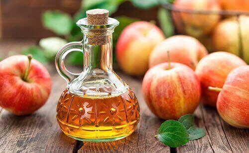 fles appelazijn en losse appels