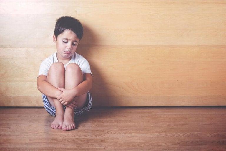 6 tekenen dat je kind zich emotioneel benadeeld voelt